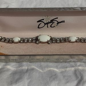 Jewelry - class and crystal vintage style bracelet